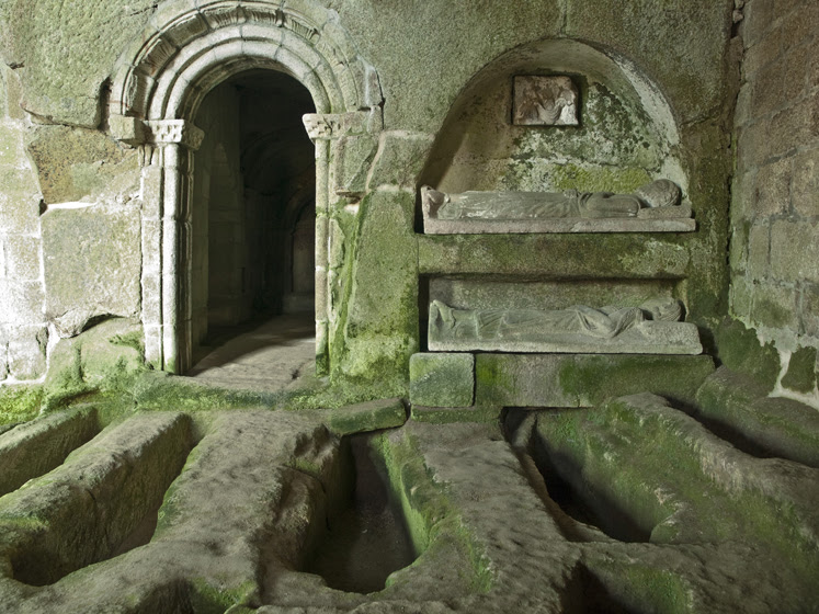 Resultado de imagen de Monasterio de San Pedro de Rocas (Esgos,