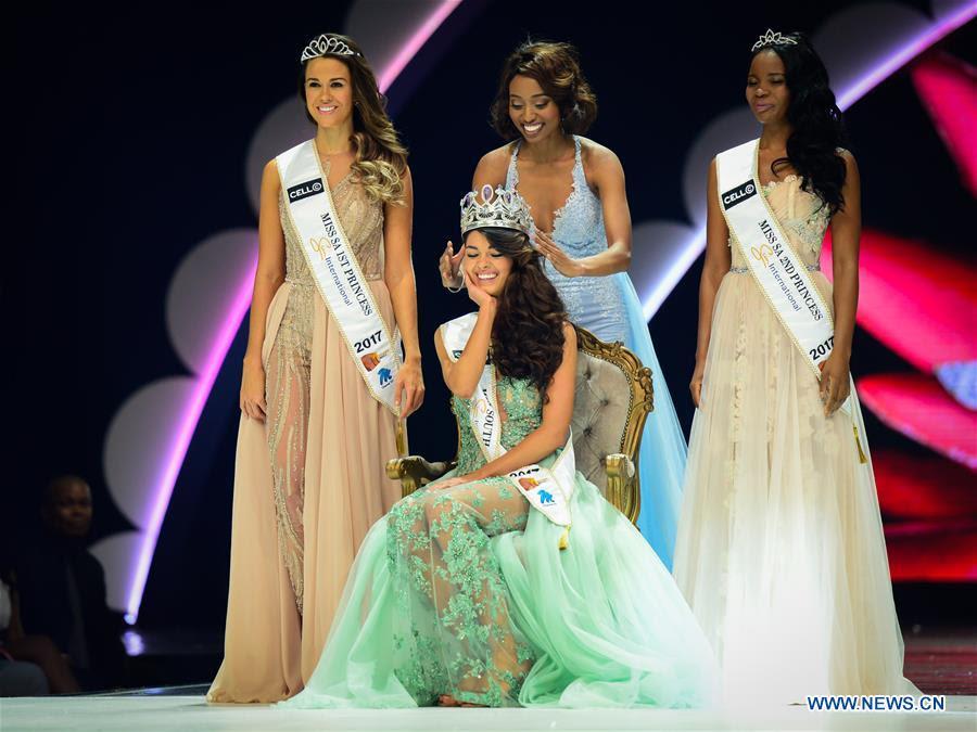 Hoa hậu Nam Phi mặc thấu da thịt, hở bạo 70% cơ thể - 3