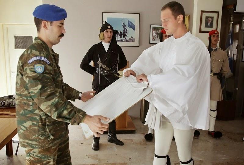 diaforetiko.gr : 435 Στα άδυτα του στρατοπέδου της Προεδρικής Φρουράς   Όλα όσα δεν γνωρίζατε για τους Εύζωνες (φωτογραφίες  βίντεο)