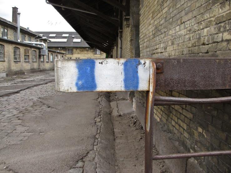 Cool stripey corner warning