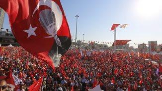 Manifestants a la plaça Taksim d'Istambul per reclamar llibertats (EFE)