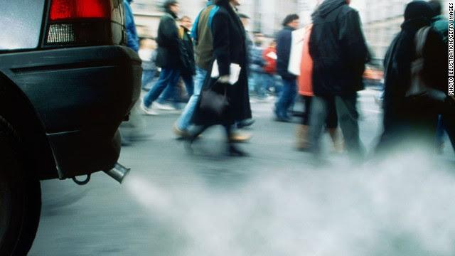 写真:排気ガスと脳卒中