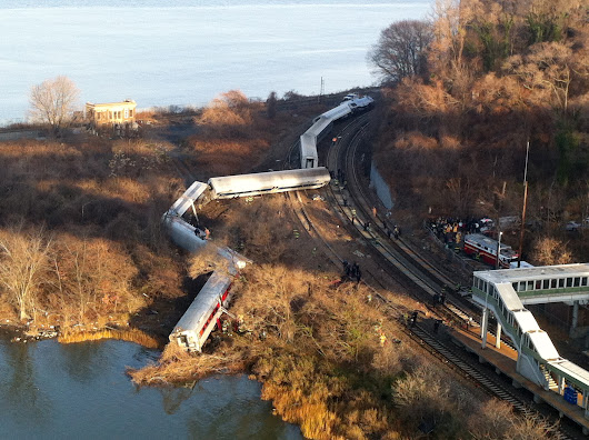 Angry NTSB ousts railroad union from N.Y. train crash site
