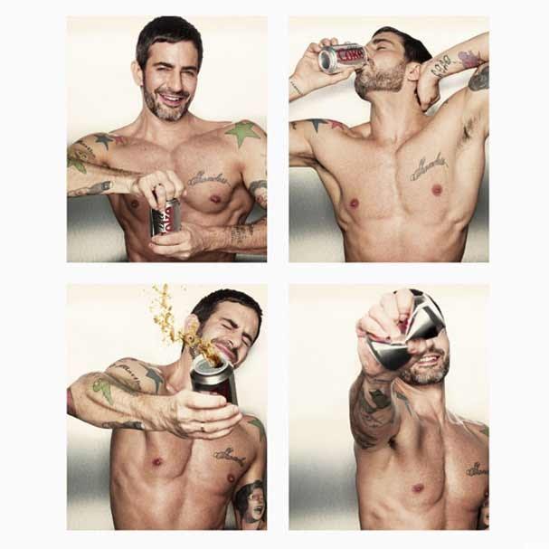 Marc Jacobs sensualizando na cabina fotográfica da Diet Coke (Foto: Divulgação)