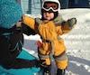 À seulement 13 mois et trois semaines, Marianne Beaulieu a été initiée au ski alpin lors des vacances de sa famille au Mont Grand-Fonds, pendant le congé du Jour de l'an. On l'aperçoit au côté de sa maman.