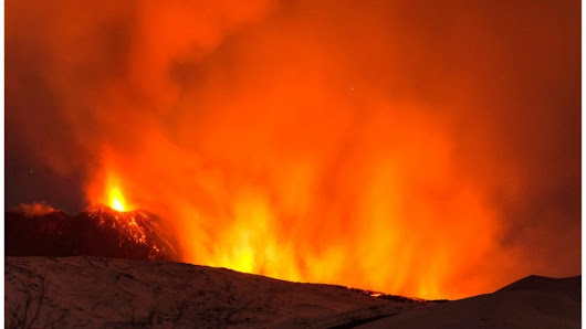 Mount Etna: BBC crew caught up in volcano blast - BBC News