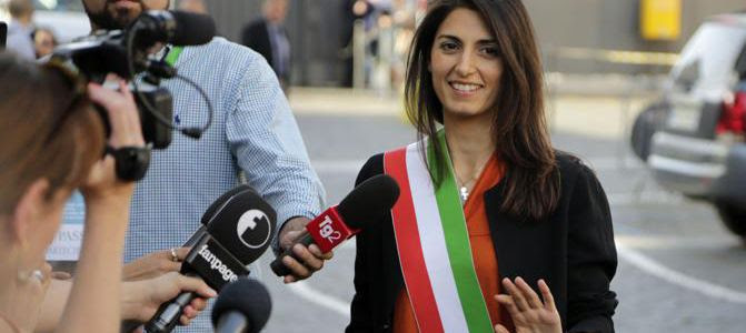 Raggi sindaco con fascia tricolore