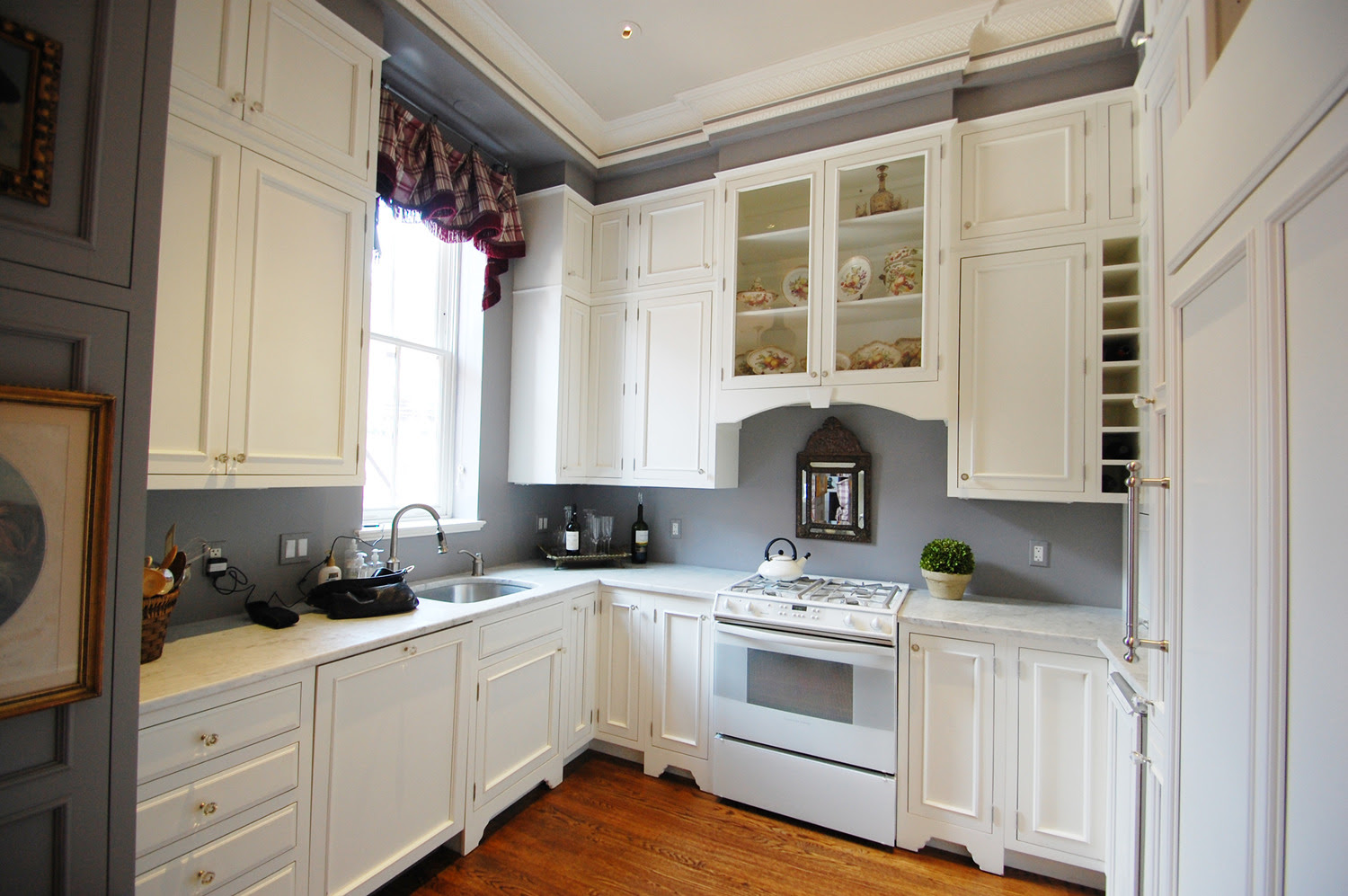 Exquisite Grey Walls Kitchen: The Color Effect ...