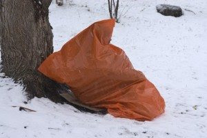 trash bag shelter2 Make a Garbage Bag Shelter Part of Your  Survival Kit
