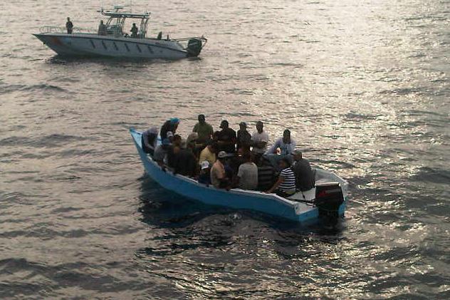 Armada de la RD apresa 25 personas viajarían a Puerto Rico en una yola