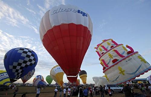 pb-120208-balloons-03.photoblog900