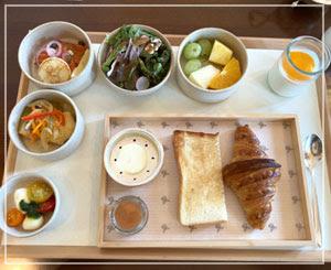 整然とトレーに並んだ洋朝食のお料理。でも全部が美味しい。
