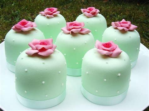 Best 25  Mint green cakes ideas on Pinterest   Mint