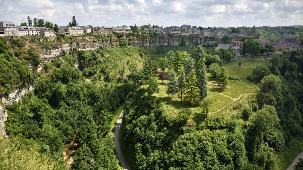 Bozouls: Uma cidade francesa empoleirada acima de um buraco 11
