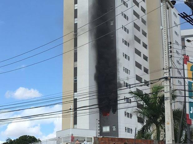 Segundo Ciops, trata-se de uma explosão de gás no apartamento (Foto: G1)