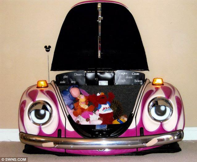 Bebê Beetle: Após um trabalho de pintura rápida, este carro cutesy faz o peito brinquedo perfeito para os netos do designer Tom Conci