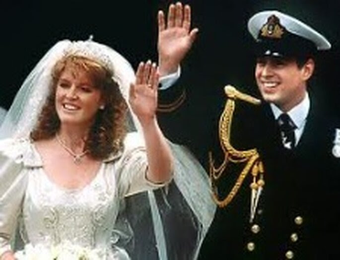 El príncipe Andrés se casó con Sarah Ferguson en 1986. El vestido era un diseño de Lindka Cierach