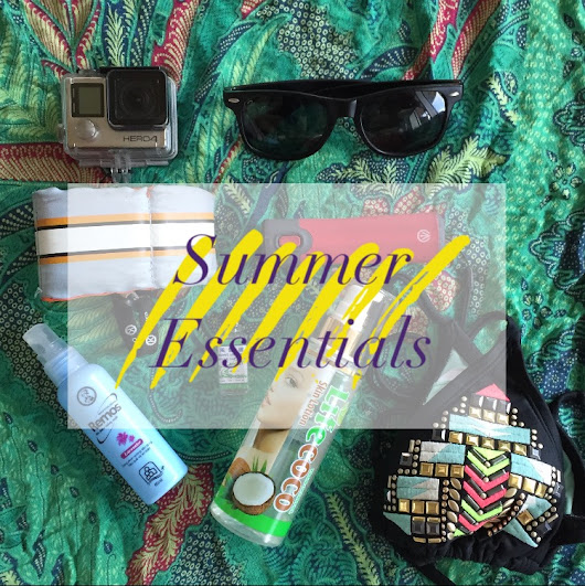 #Summeriscoming; my essentials to pack >>