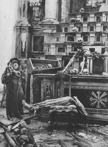 Tumbas profanadas y restos humanos esparcidos en la Iglesia de San Miguel de Toledo durante la Guerra Civil