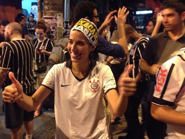 Torcedores do Corinthians comemoram a conquista do título brasileiro pelas ruas de Pinheiros (Foto: Glauco Araújo/G1)