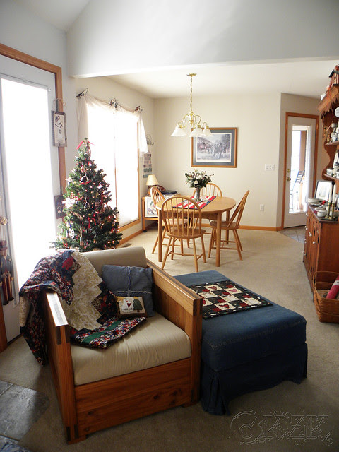 DSCN4688e Living room into dining room
