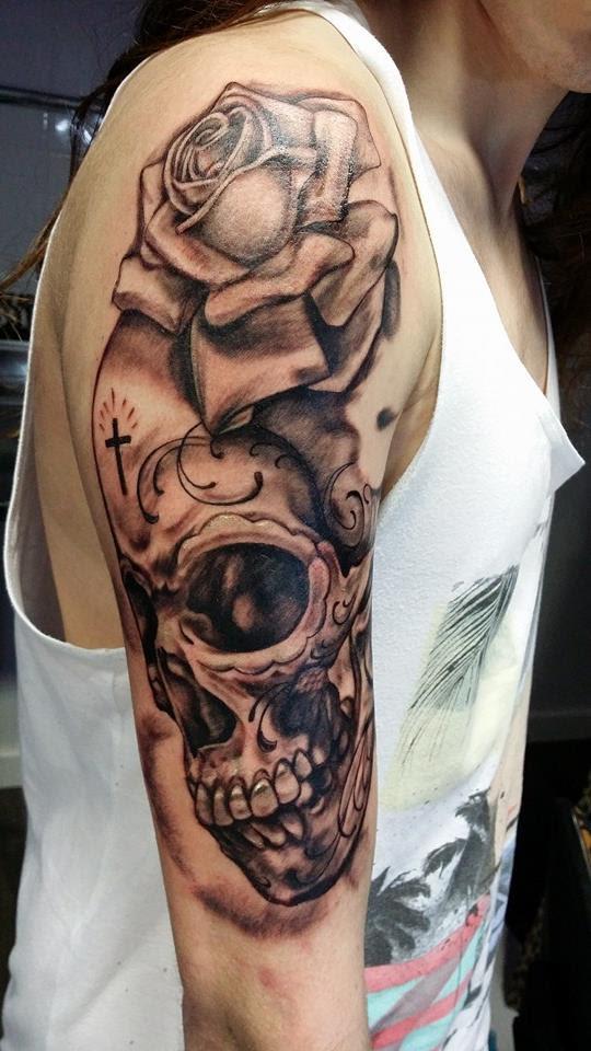 Tattoo De Calavera Con Rosa Gattoostudio
