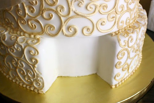 Real cake slice compartment