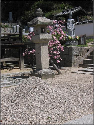 015 stone mound and lantern
