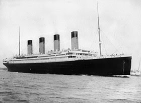 Il transatlantico britannico RMS Titanic, alla partenza dal porto di Southampton, il 10 aprile 1912