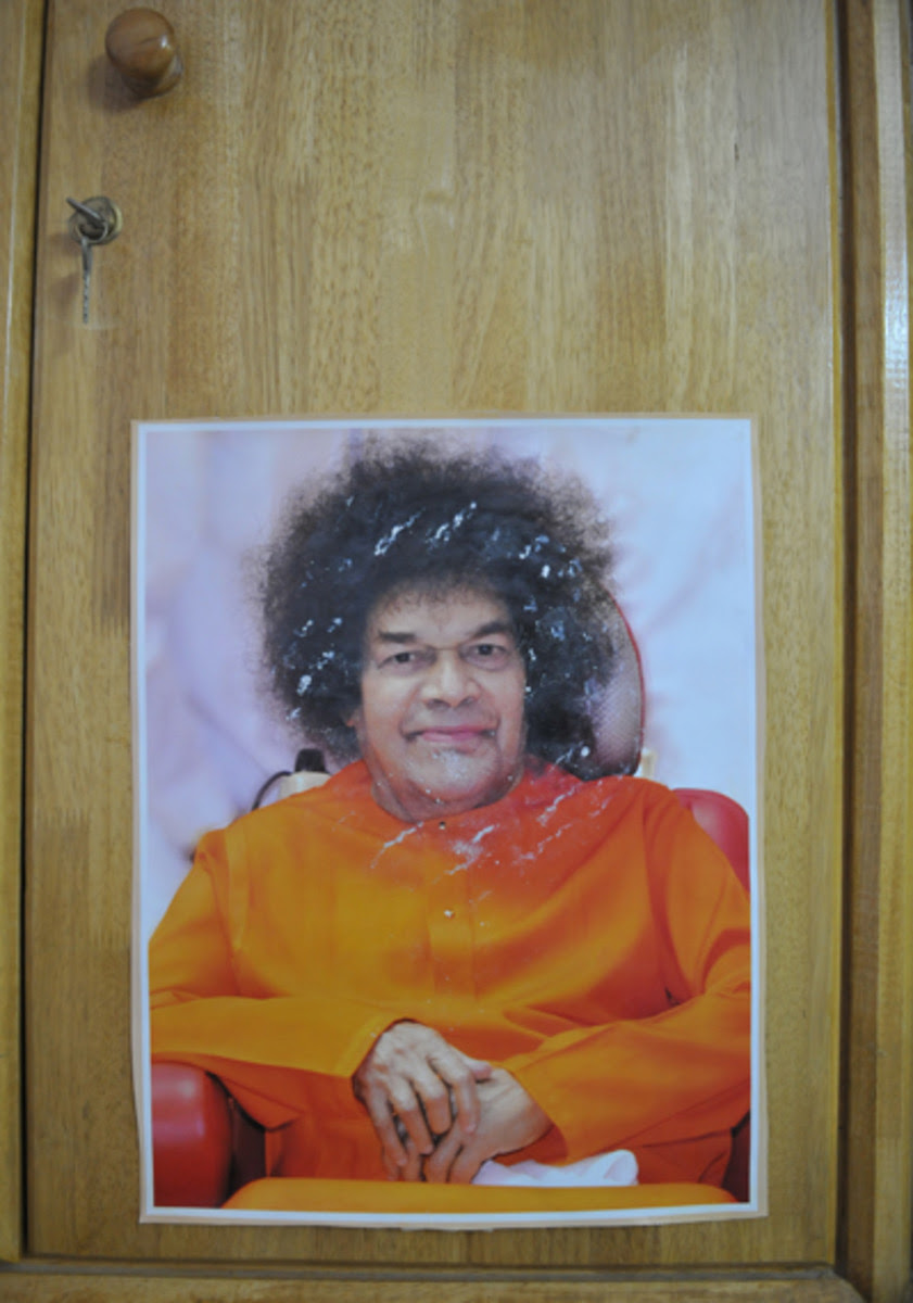 The picture on mom's cupboard. A nice and gentle halo of vibhuti is seen around Swami's face.