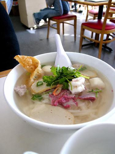 yai thai noodle soup