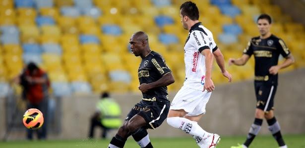 Botafogo não conseguiu furar retranca, sofreu gol de pênalti e foi derrotado no Maracanã