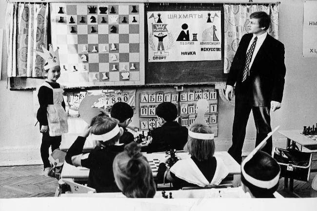 Πρωτοποριακό για την εποχή του το μάθημα σκακιού σε μαθητές του δημοτικού