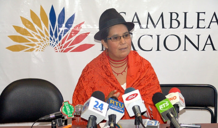 La asambleísta Lourdes Tibán fue golpeada y se le niega una investigación sobre este hecho porque es opositora. (Radio Colosal)