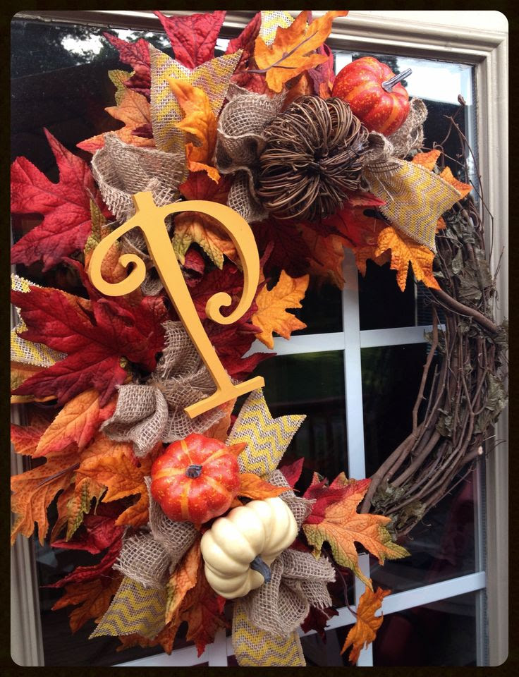 Fall wreath.... I would love to make this with our last name letters! @Natalie Jost Kemeny @Cecilia Börjesson Gennovario