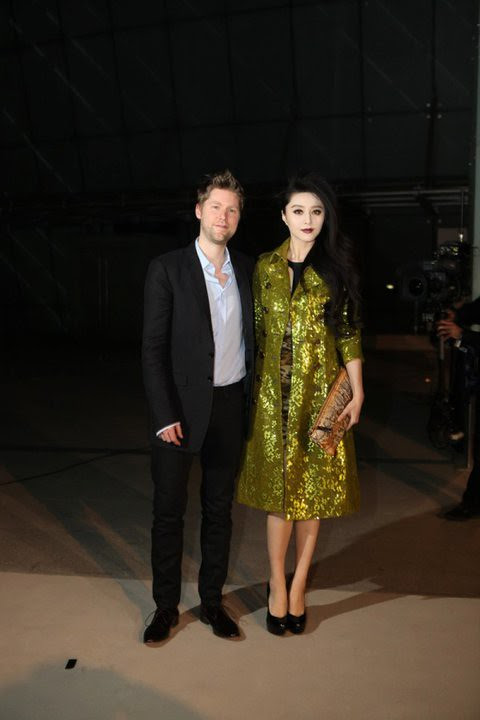 07 Christopher Bailey & Bing Bing Fan, both wearing Burberry