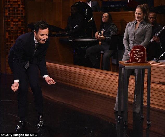 Sua vez: O apresentador de bate-papo Jimmy Fallon competiu contra Jennifer na Batalha de Dança