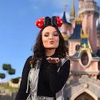 96532dc91be5c Larissa Manoela vira piada na web por levar terceiro namorado à Disney em  dois anos