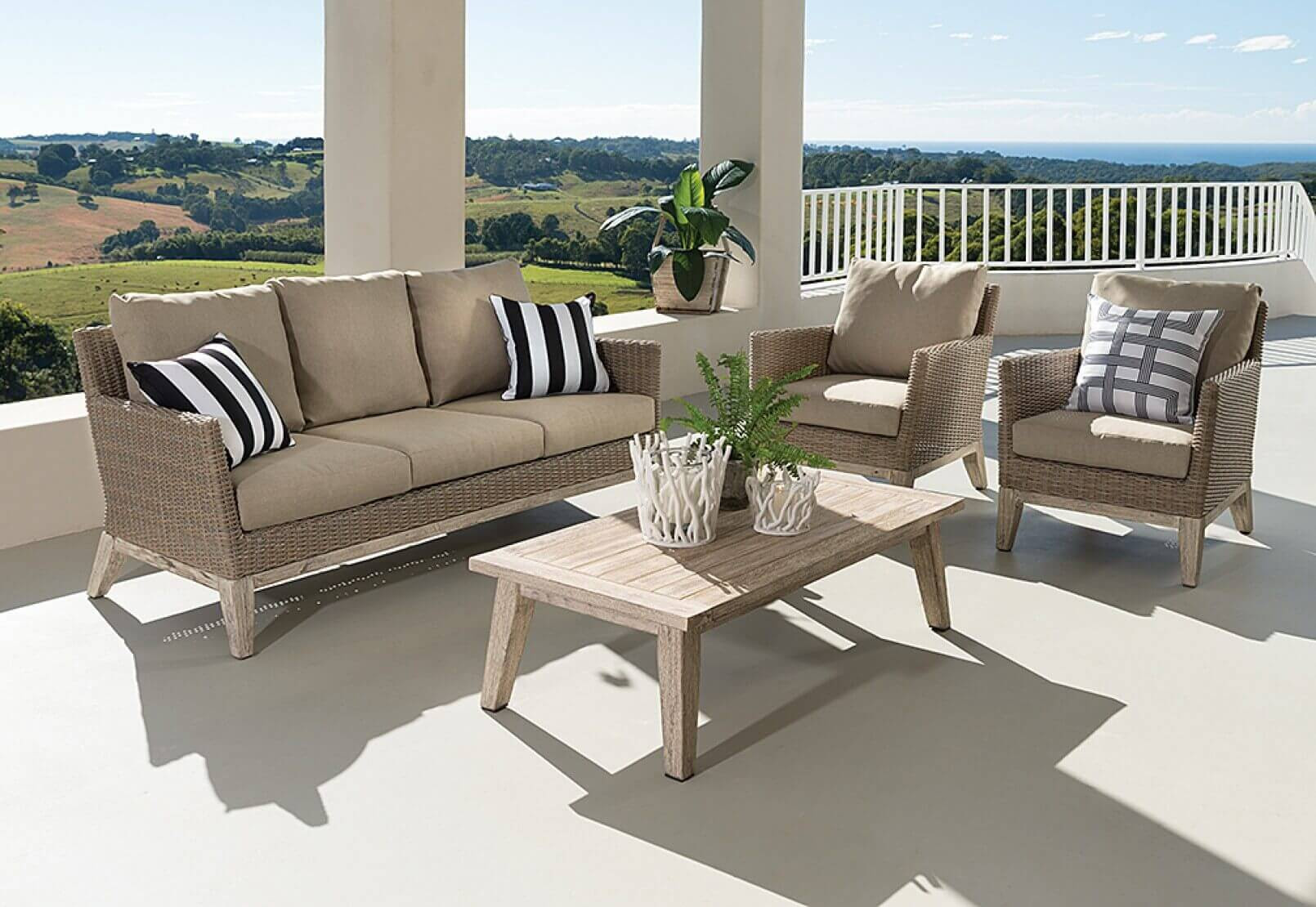 4 Tricks To Maximize Your Outdoor Space - Live Enhanced