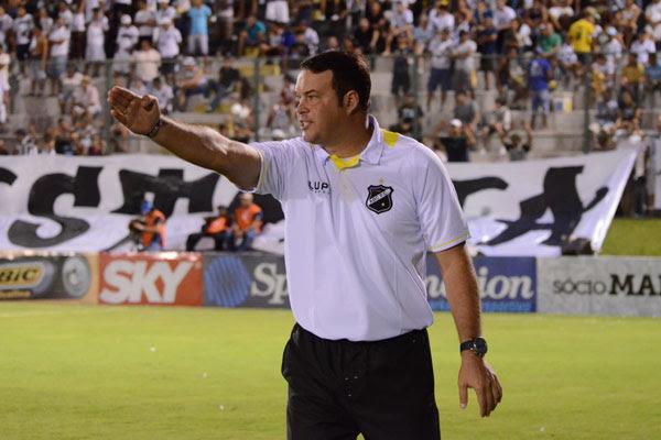 Roberto Fernandes acredita que a exigência sobre os atletas é prejudicial e pede mudanças