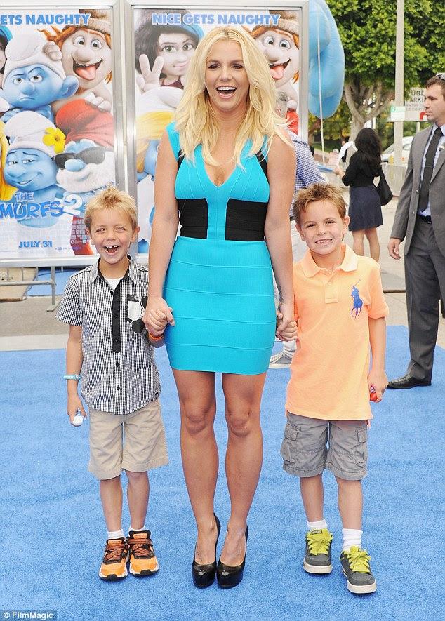 Boys: A mãe-de-dois revelou recentemente que, embora ela pode ser feliz com seus filhos e os cãezinhos, ela gostaria de encontrar o amor novamente