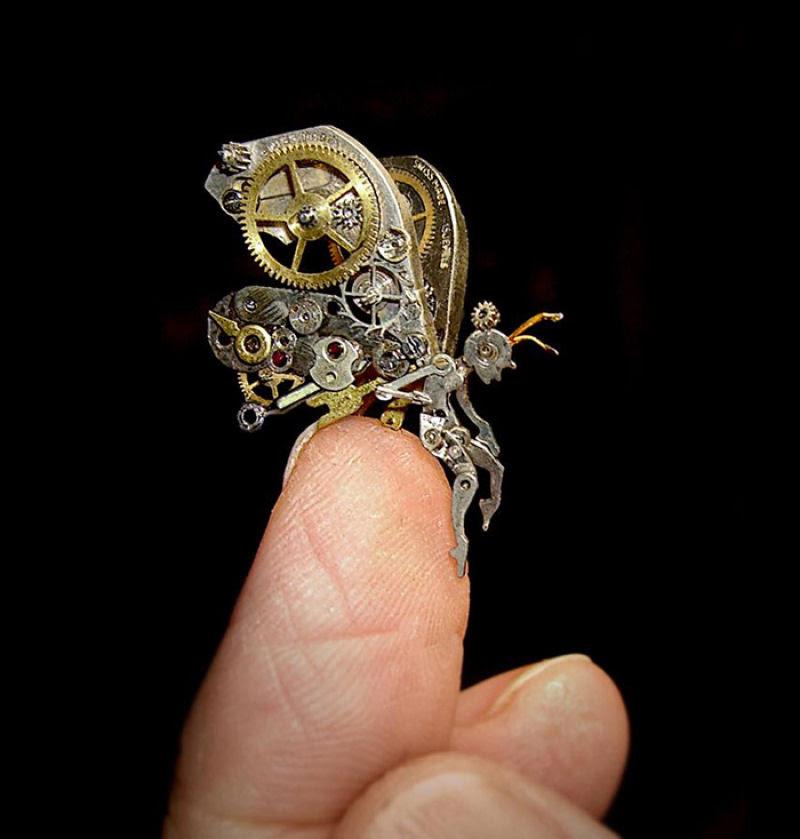 Pequenas esculturas steampunk feitas à base de relógios reciclados 07