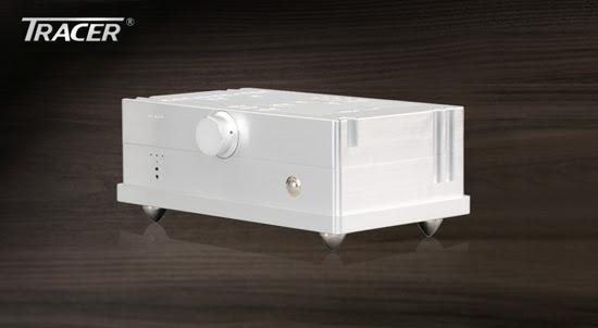 綜合擴大機,每聲道100W輸出,具有精密的基板設計,大大縮小體積且音質不失真。