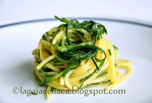 spaghetti agretti e acciughe