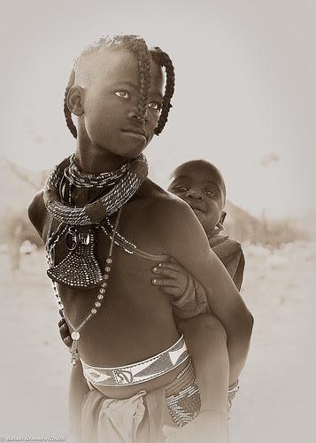 Niña Himba by Rafa Granero