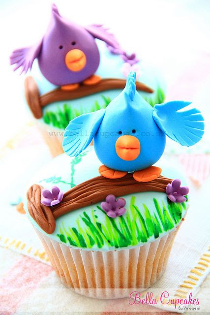 Birdie on a Branch Cupcake - So adorable!! Looks like it should be Jessica Plater's next project! :D