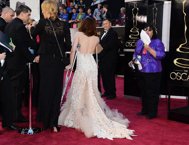 photo Oscars-2013--Kristen-Stewart-Accessories-Her-Reem-Acra-Dress-With-Crutches__zps95778040.jpg