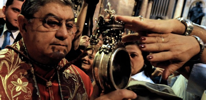 Sangre de San Genaro se licuó frente a cientos de fieles
