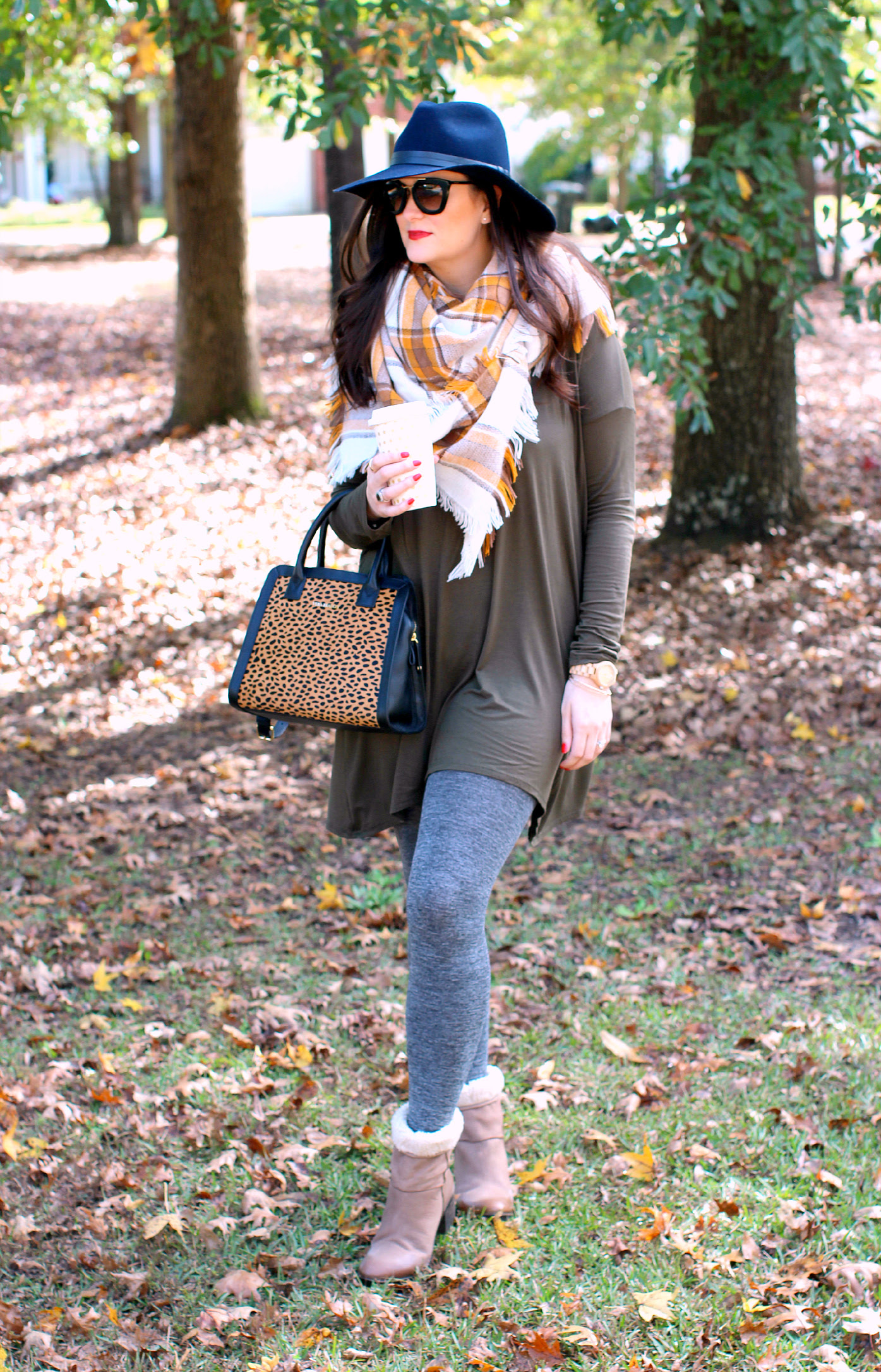 6 comfy casual outfits  thanksgiving approved