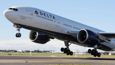 9-year-old sneaks onto plane, flies to Las Vegas